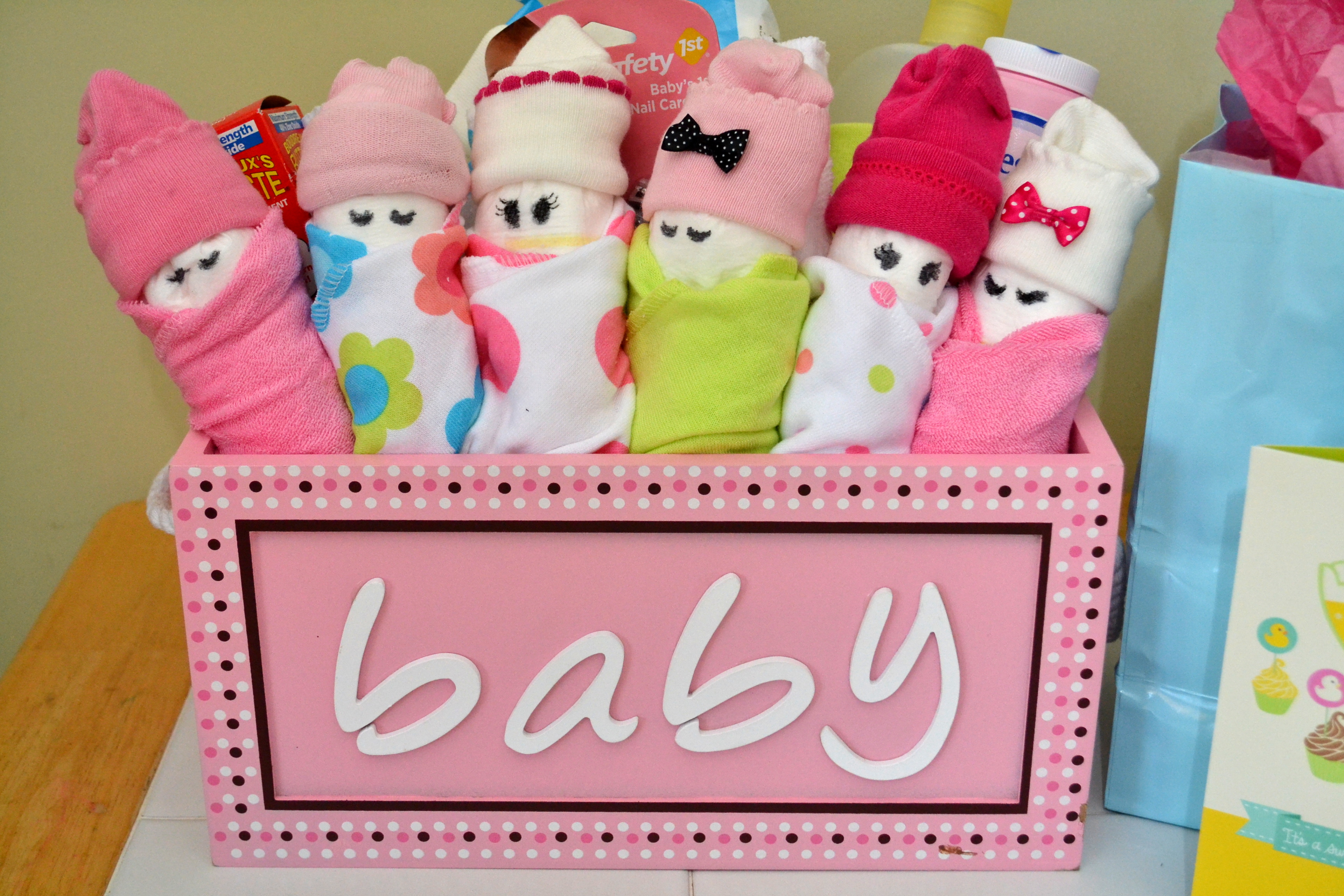 Trendy Handmade Baby Gifts : Essential baby shower gifts diy diaper babies